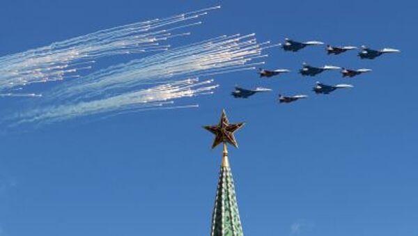Su-27 et MiG-29 lors d'une répétition de la partie aérienne de la parade militaire à Moscou - Sputnik France