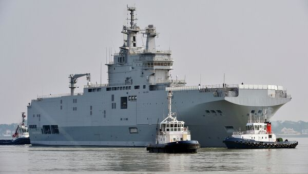 The Sevastopol mistral warship is on its way for its first sea trials, on March 16, 2015 off Saint-Nazaire - Sputnik France