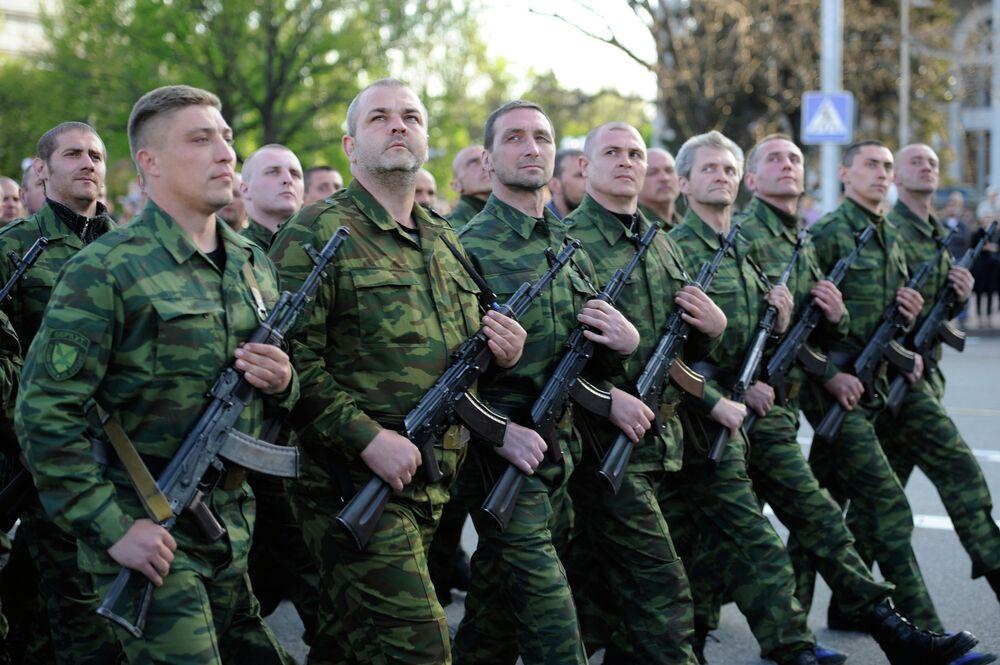 Ukraine/Donetsk: une répétition du défilé de la Victoire