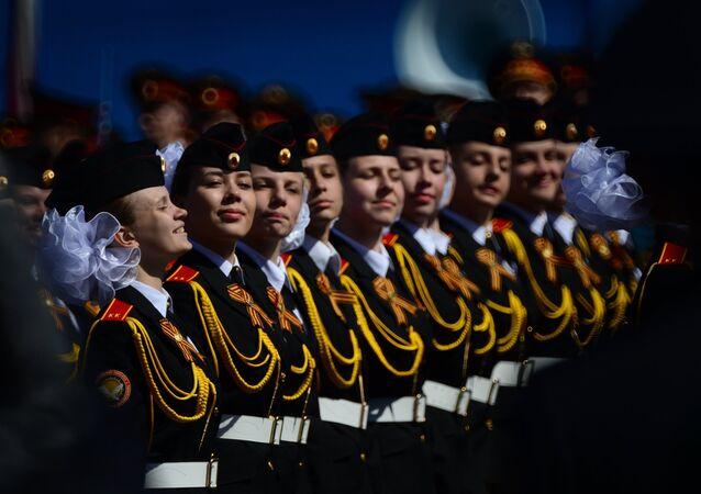 Elèves d'une école militaire lors de la répétition générale du défilé de la Victoire