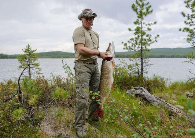Poutine connaît désormais les meilleurs coins de pêche de Russie