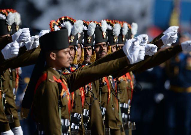 Militaires du régiment de grenadiers de l'Inde lors de la répétition générale du défilé de la Victoire