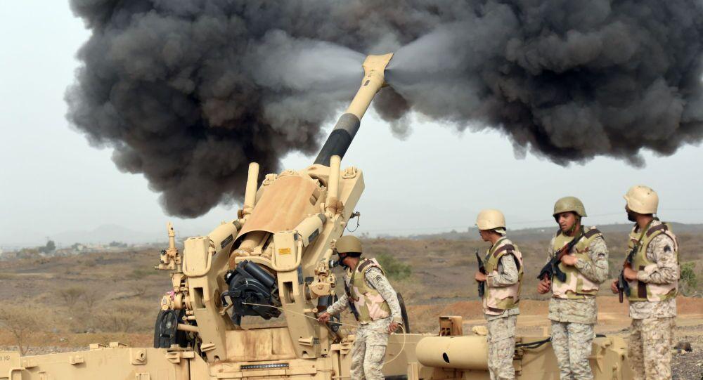 L'armée saoudienne tire à destination du Yémen