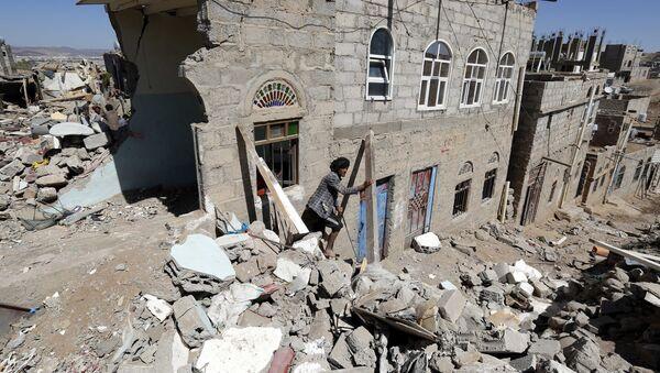 Последствия авианалета ВВС коалиции во главе с Саудовской Аравией в столице Йемена Сане - Sputnik France