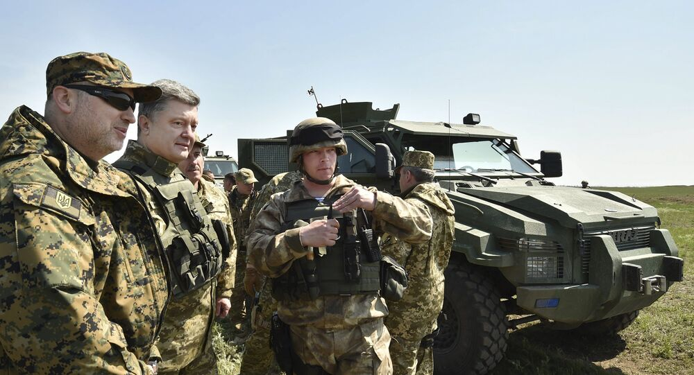 Piotr Porochenko inspecte les troupes ukrainiennes