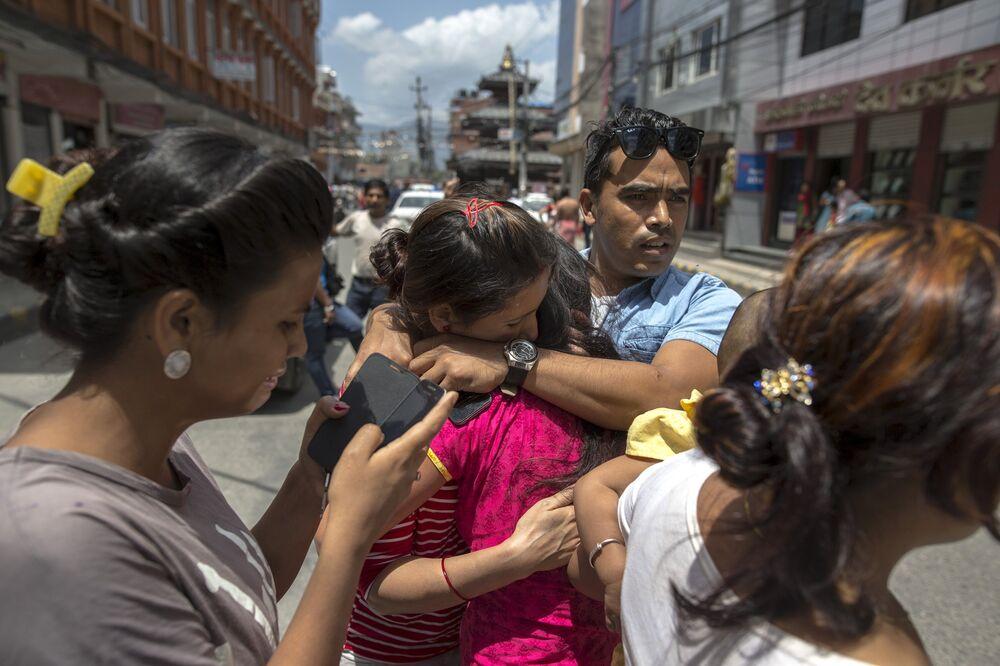 Des habitants de Katmandou descendus dans la rue suite à la réplique du 12 mai 2015