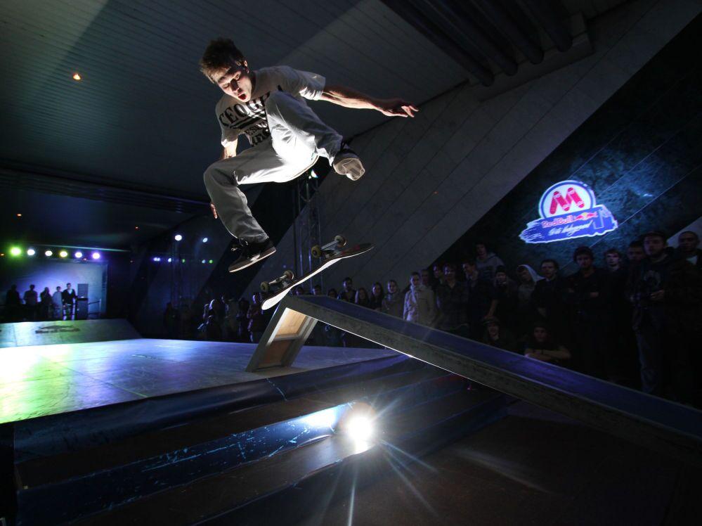 Les participants au premier championnat de skateboard Red Bull Skate Underground à la station de métro Vorobiovy gory