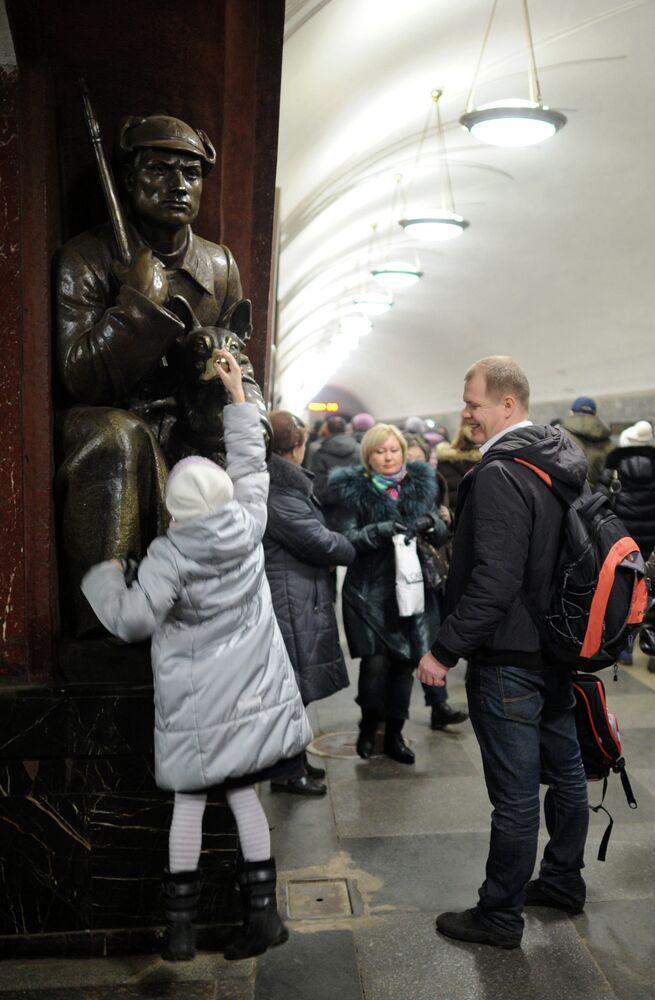 La station de métro Plochtchad Revolioutsii