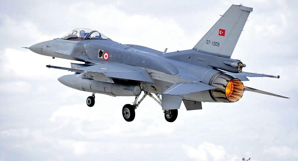 Un chasseur F-16 de l'armée turque
