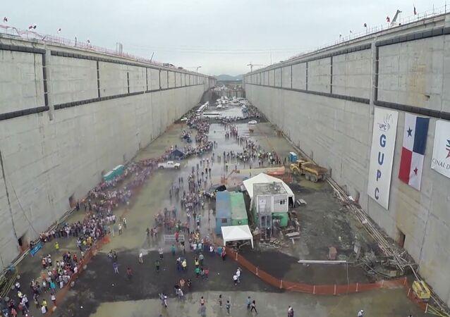 Panama: des milliers de visiteurs ont pu marcher sur le fond du canal