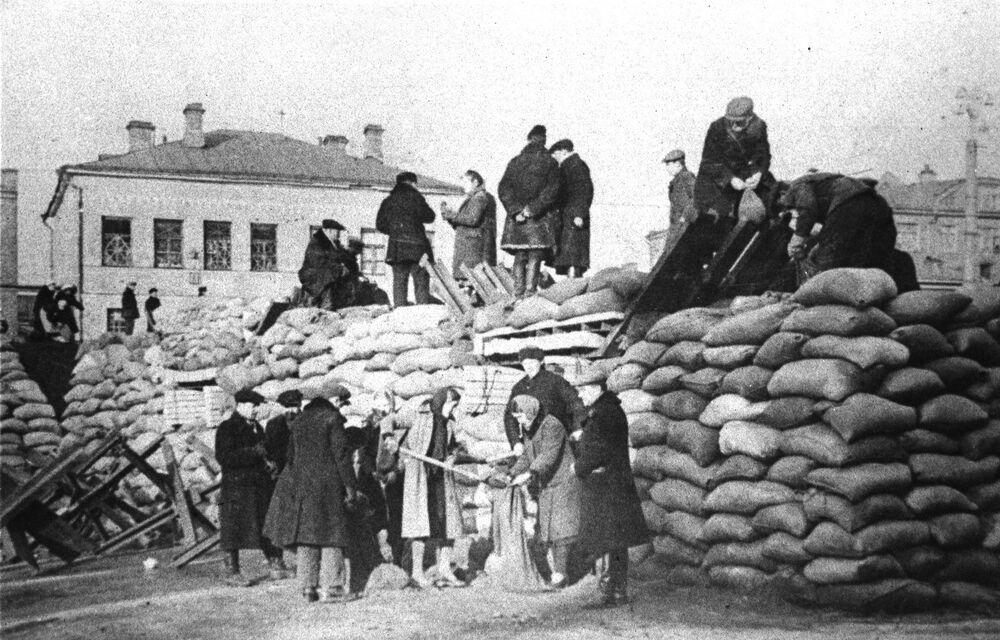 Les habitants de Moscou érigent des fortifications, octobre 1941