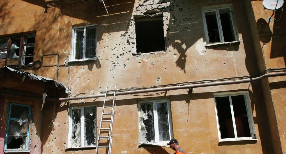 Maison endommagée par les tirs à Donetsk