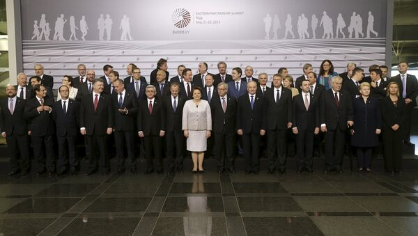 Heads of states and European Union officials pose for a picture before the Eastern Partnership Summit session in Riga - Sputnik France