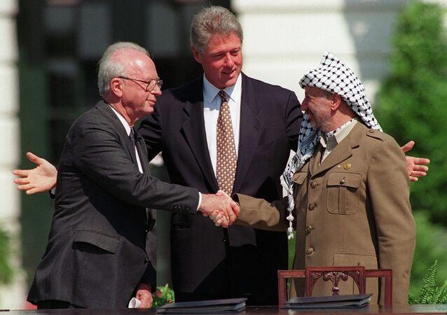 Yasser Arafat et Yitzhak Rabin à la Maison-Blanche avec le Président Bill Clinton