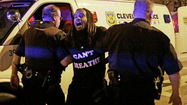 A protester is arrested after the acquittal of Michael Brelo, a patrolman charged in the shooting deaths of two unarmed suspects Saturday, May 23, 2015, in Cleveland - Sputnik France