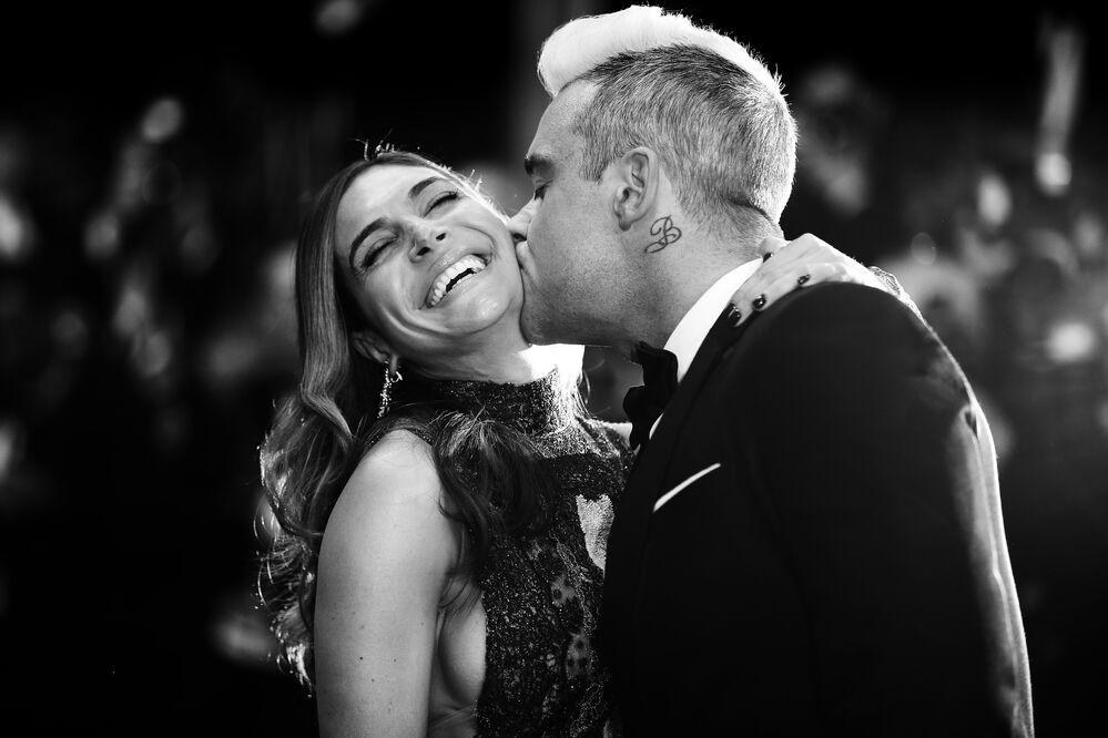 Le chanteur britannique Robbie Williams et sa femme Ayda Field