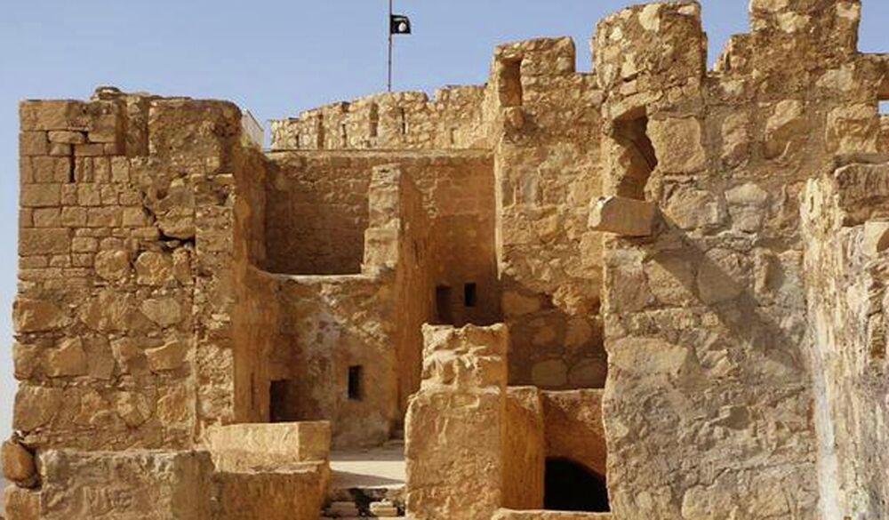 Le drapeau noir de l'EI flotte sur la citadelle de Palmyre