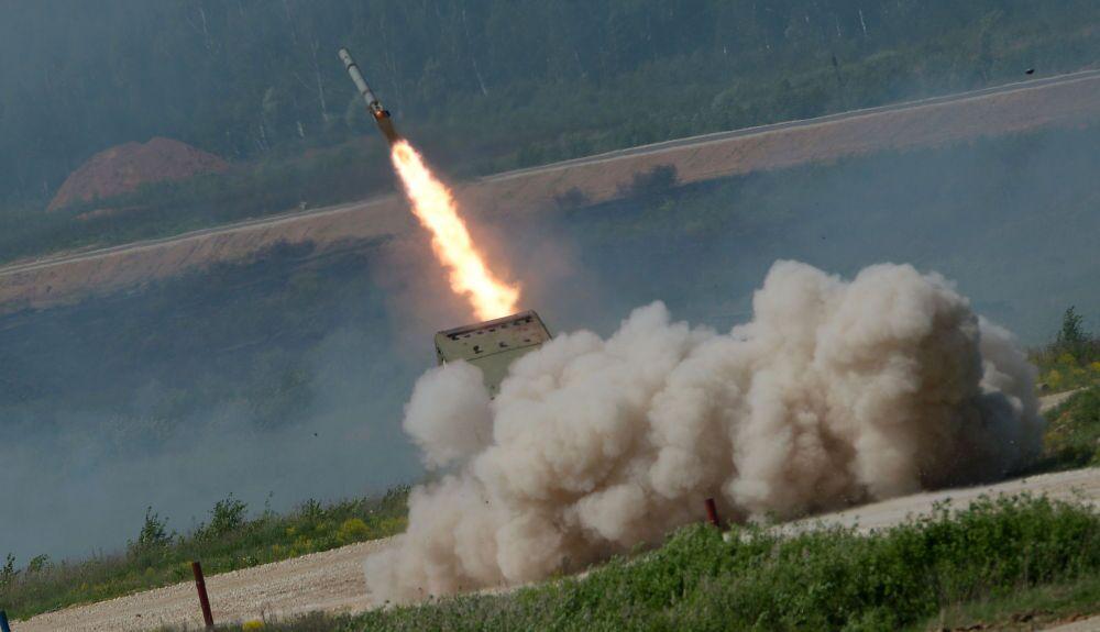 Un lance-roquettes multiple TOS-1A Solntsepiok (Grand soleil)