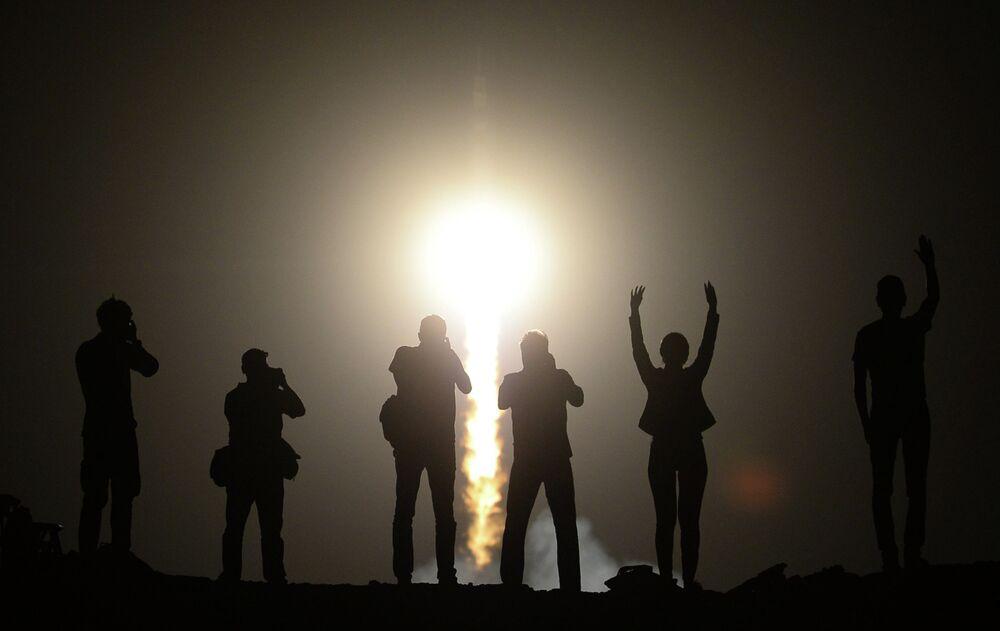Le lanceur russe Soyouz-FG transportant la capsule spatiale Soyouz TMA-13M décolle depuis le cosmodrome de Baïkonour