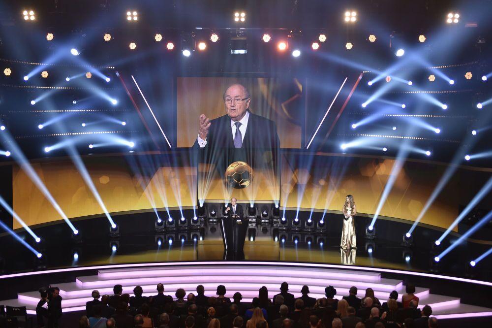Le président de la FIFA Joseph Blatter inaugure la cérémonie de remise du Ballon d'or 2014 à Zurich (12 janvier 2015