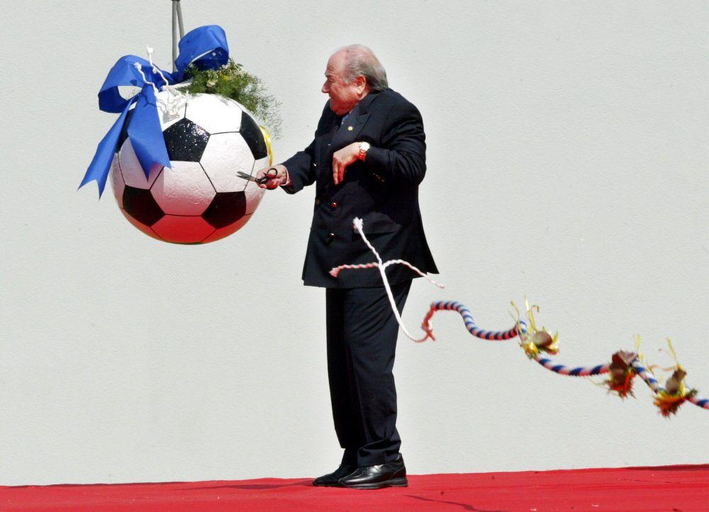 Joseph Blatter inaugure le chantier du siège de la FIFA à Zurich (mai 2004)