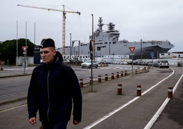 Chantier naval à Saint-Nazaire