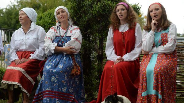 Православные христиане отмечают Яблочный Спас - Sputnik France