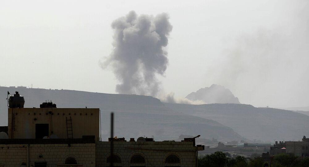 Après un raid aérien à Sanaa, Juin 7, 2015