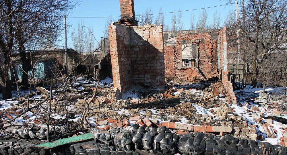 Maison détruite par les tirs. Donbass