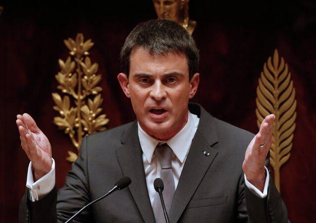 Régionales : face au FN, Valls appelle à voter pour la droite dans trois régions