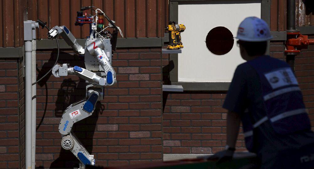 Robot de combats, Juin 6, 2015.