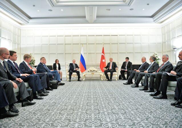 Poutine et Erdogan, un entretien à huis clos
