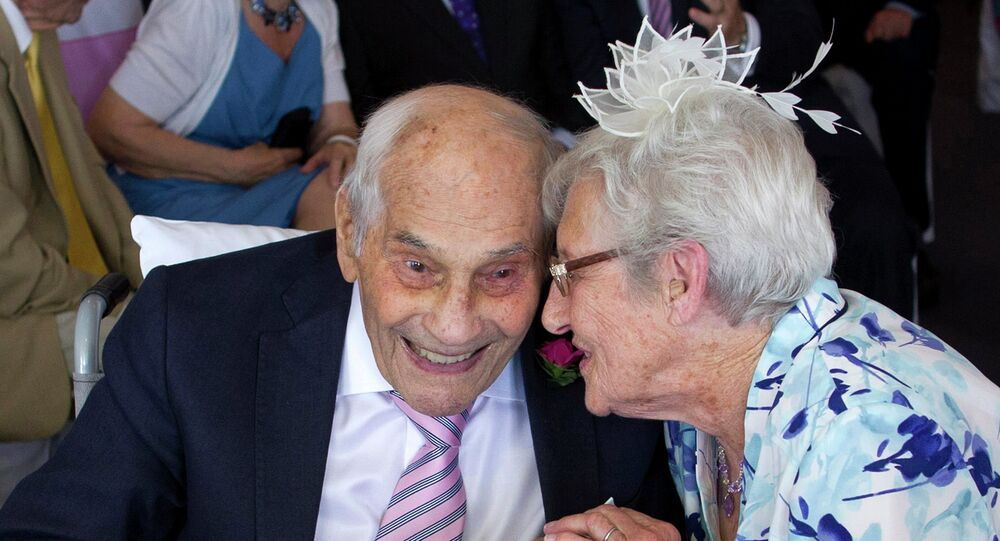 Doreen Luckie (à droite), 91 ans, et George Kirby, 103 ans