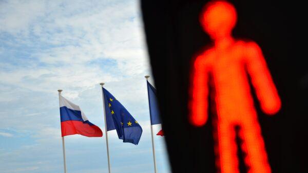 Les drapeaux de la Russie et de l'UE - Sputnik France