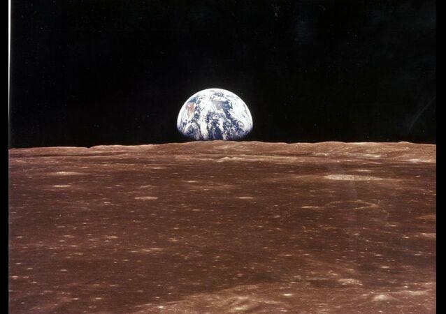 la Terre (vu de la Lune)