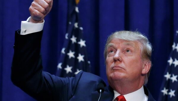 US Republican presidential candidate, real estate mogul and TV personality Donald Trump acknowledges supporters while formally announcing his campaign for the 2016 Republican presidential nomination during an event at Trump Tower in New York June 16, 2015 - Sputnik France