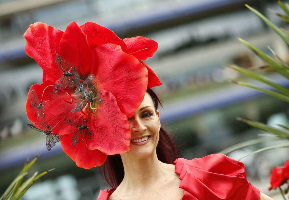 Les chapeaux fantastiques des courses royales d'Ascot
