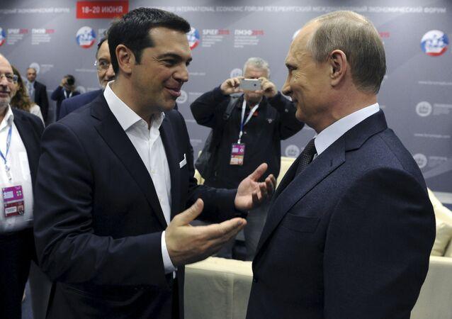 Le premier ministre grec Alexis Tsipras et le président russe Vladimir Poutine lors du Forum économique international de Saint-Pétersbourg, le 19 juin 2015.