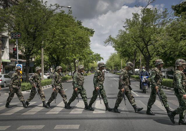 Soldats thaïlandais en mission de patrouille