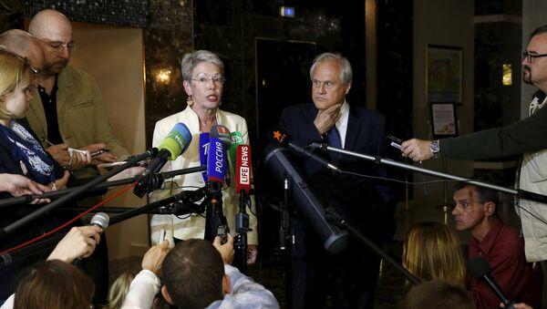 Heidi Tagliavini y emisario de la OSCE para Ucrania, Martin Sajdik - Sputnik France