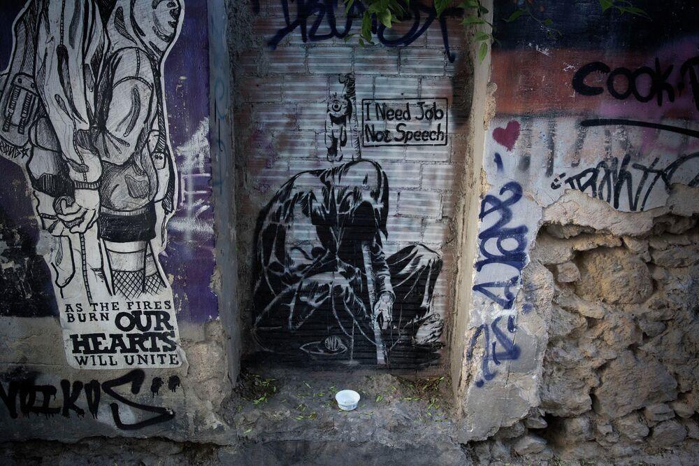 La mort de l'euro: la crise grecque vue par les artistes de rue