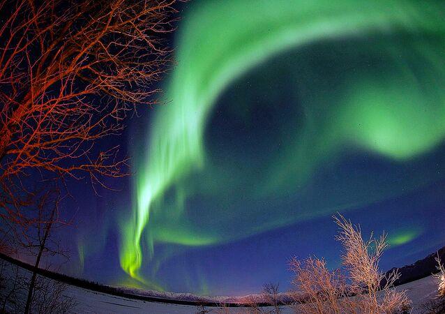 Les aurores polaires, phénomène de l'espace et signal de l'au-delà