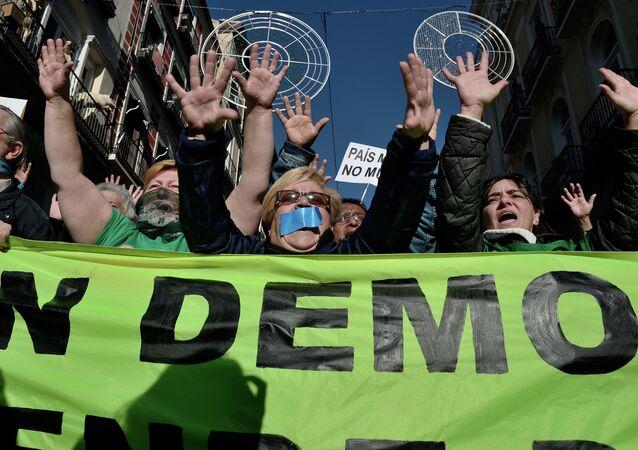 Manifestation contre la loi bâillon