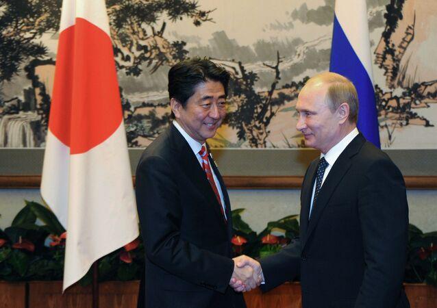 Vladimir Poutine et Shinzo Abe. Archive photo