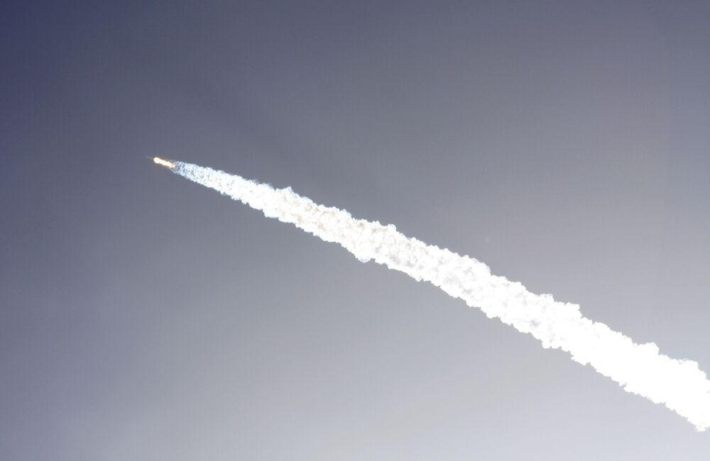 La fusée américaine Falcon 9 explose peu après le décollage