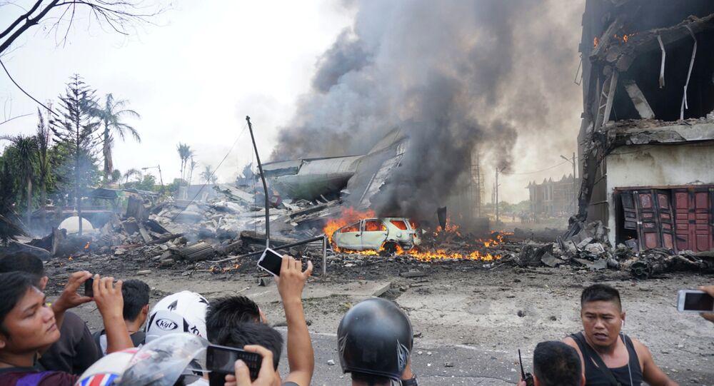 Sur les lieux du crash d'un avion militaire à Medan