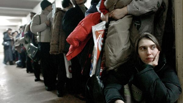 In this image dated Jan.28, 2004, showing a Romanian woman as she leans against the door at the International Office for Migration in Bucharest, Romania, Jan. 28, 2004, waiting in a line to apply for a job in Spain - Sputnik France