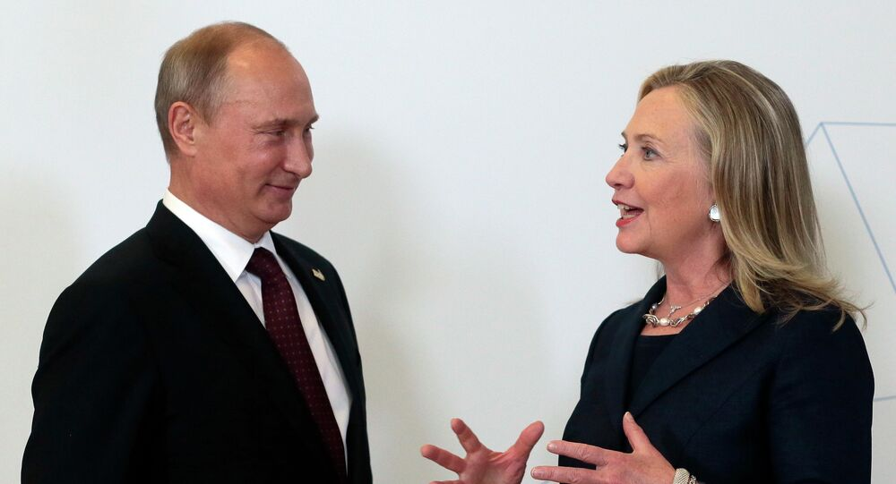 Vladimir Poutine et Hillary Clinton. Archive photo