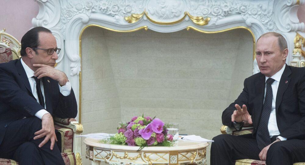 Vladimir Poutine et François Hollande. Archive photo