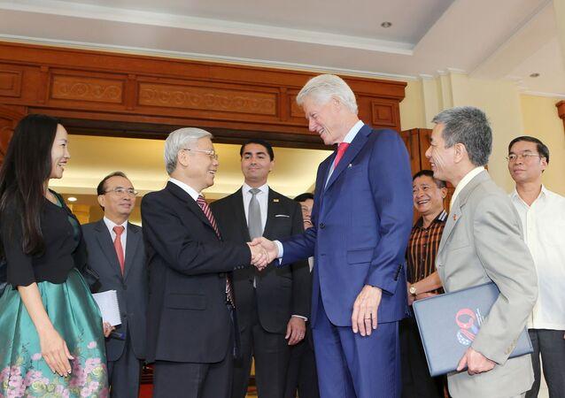 Nguyen Phu Trong et Bill Clinton